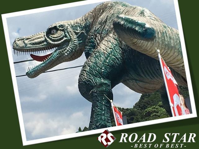 ご来店の際は、こちらの恐竜の巨大オブジェが目印です☆まずは見るだけでもお気軽にご来店下さい♪