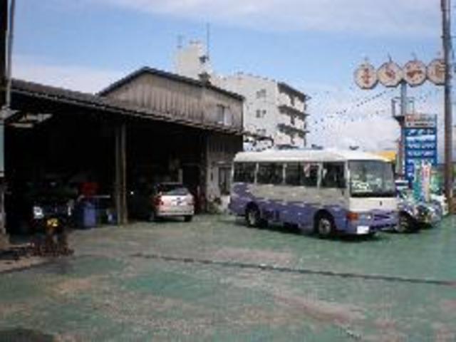 バスやトラックも取り扱っております。