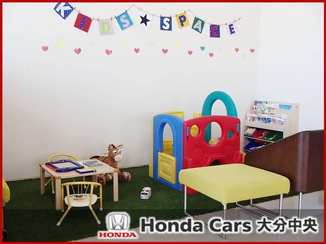 こちらはキッズスペースとなっております。お子様連れの方でも安心してゆっくりと車選びが可能です。