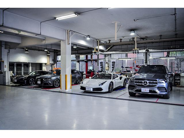 当店はパーツも専門的に取り扱っております。お車、カスタム、整備まで総合的にサポートさせて頂きます。