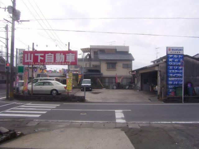 駐車場も広く、自社工場も完備いたしております。