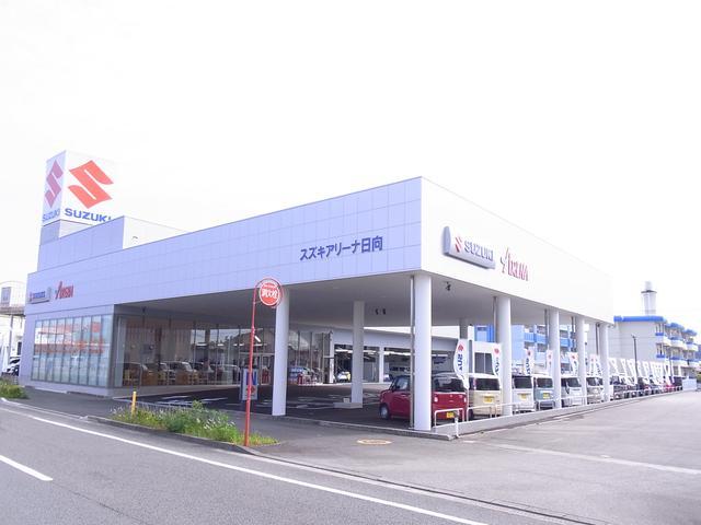 明るく広々とした商談スペース。雑誌やカタログを用意しておりますので、お気軽ご来店下さい。