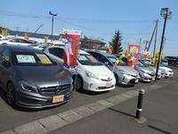 人気のハイブリッド車も多数展示中です。展示場に無い車両でも迅速に探します!