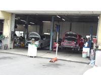 サービスピットを完備!オイルやタイヤなどの交換・メンテナンスや簡単な修理等迅速に行います!