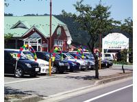 常時約150台展示!良質な車を取り揃えています☆緑の屋根と赤い外壁が目印で〜す♪