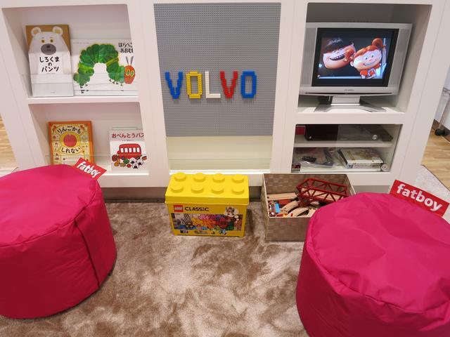 キッズスペース完備。お子様向けDVDやLEGOブロックや絵本などお子様が楽しめるスペースを準備