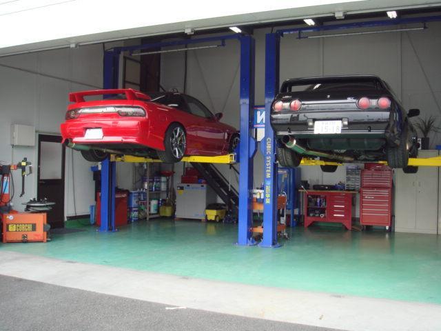 スタッフ自らも「GT−R」「S15シルビア」を所有しているのでメンテナンスも安心!