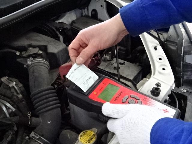 バッテリー診断致します。バッテリー上がりになる前に、定期的な点検がおすすめです。