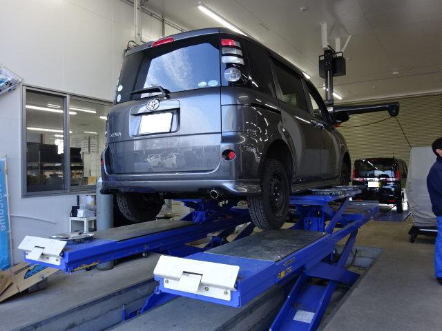 アライメントテスター完備しています。タイヤの片減りや、ハンドルが取られるなど、改善する場合があります