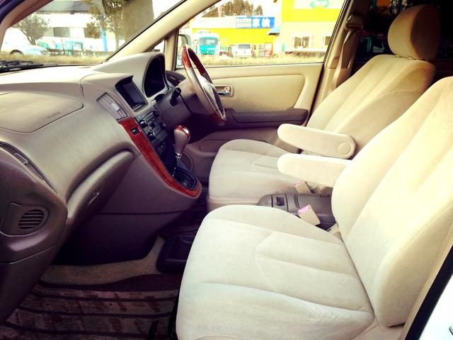 専門スタッフによる徹底したルームクリーニングを行い、いつも清潔、快適、安心なお車をあなたへ。
