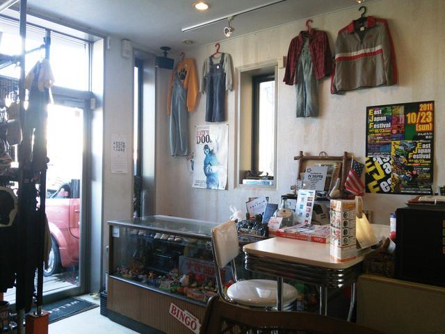 店内にはTシャツや雑貨も展示しております。お気軽にご来店下さい♪