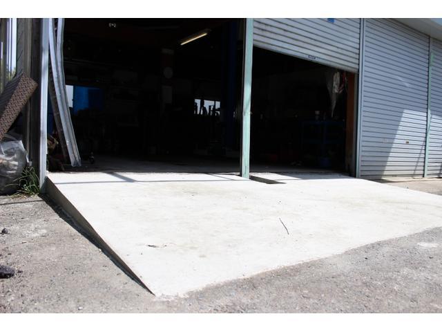 工場へは車高の高さを気にせず、入庫可能です。
