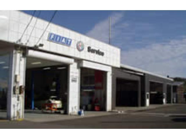 整備工場は車検場を完備。洗車場も併設しています。