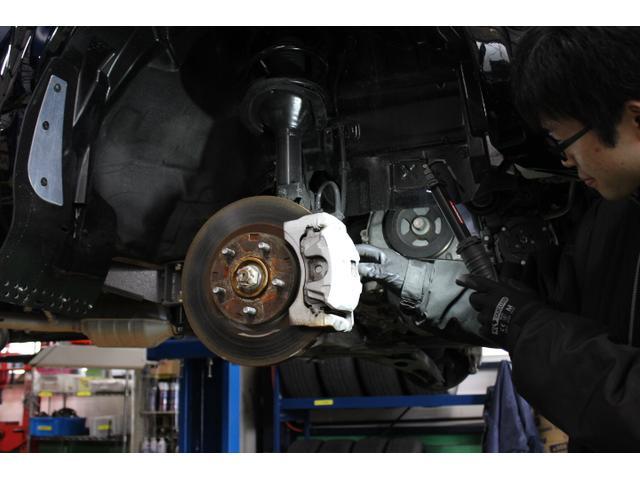 東北最高レベルの経験と技術を持った車検マイスターがあなたのおクルマの車検を担当します。
