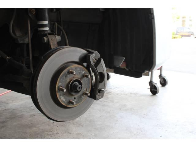 ブレーキなどの足廻りの整備も認証工場だから安心の整備を可能にしています!