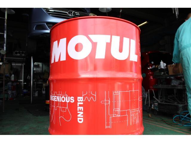 当店は高品質エンジンオイルのモチュールオイルを使用しております。
