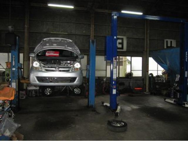 2柱リフト完備、低床車も対応します。