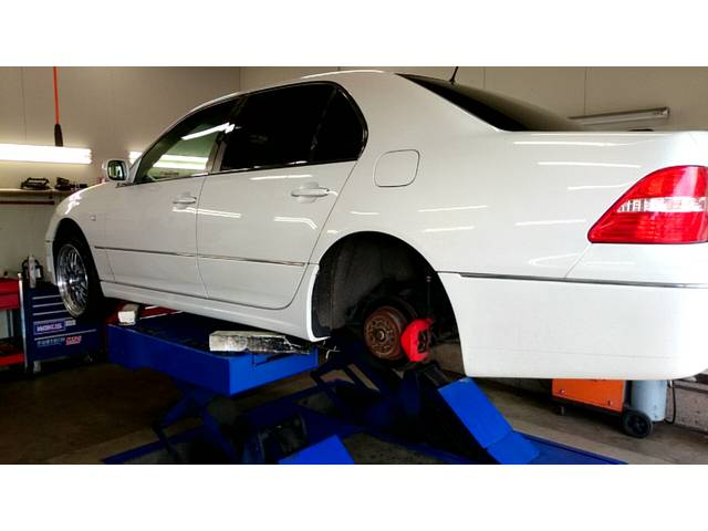 国家資格整備士がおります。軽自動車、乗用車、SUV、ミニバンなどどんな車の整備、修理が可能です。