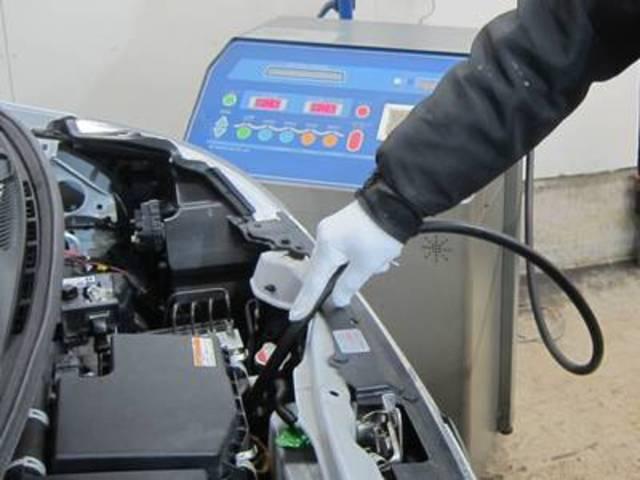 最新鋭トルコンチェンジャーを完備しております。お車のオイルの状態を診断し、最適なご提案を致します