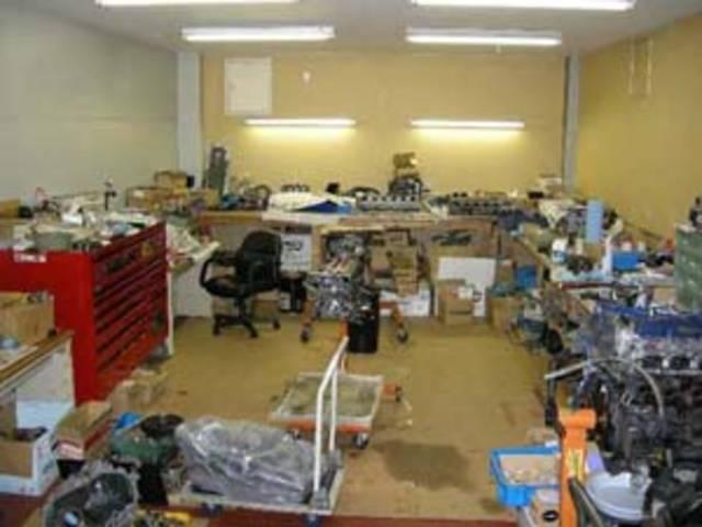 エンジンを最高のコンディションに。精密でデリケートな作業は、専用のエンジン組み立て室で行われます。