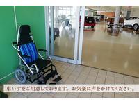 車いすを設置しておりますのでお手伝いが必要な方はお気軽にお声がけください。