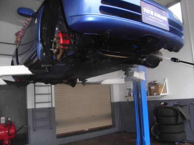 自社工場完備でお客様のお車をしっかりとフォローします!