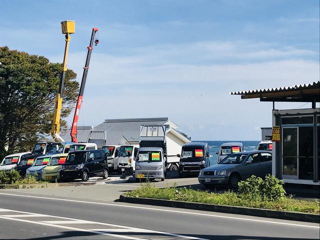 軽自動車から乗用車(ミニバン・コンパクトカー)、大型トラックまでお手ごろ価格の車両を展示しています。