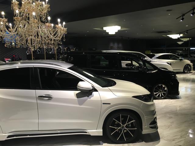 店内には当社自慢の新車コンプリートカーを数台展示しております☆