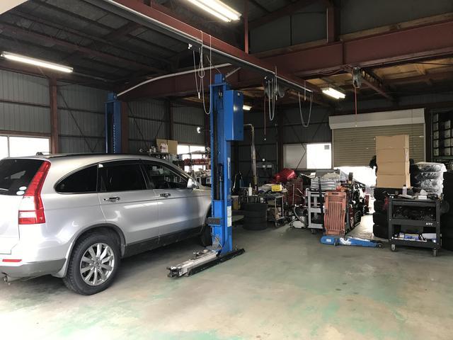自社整備工場完備。車検や点検も弊社へお任せください。