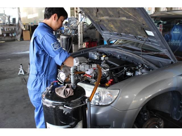 国家資格整備士がお客様のお車を整備致します!