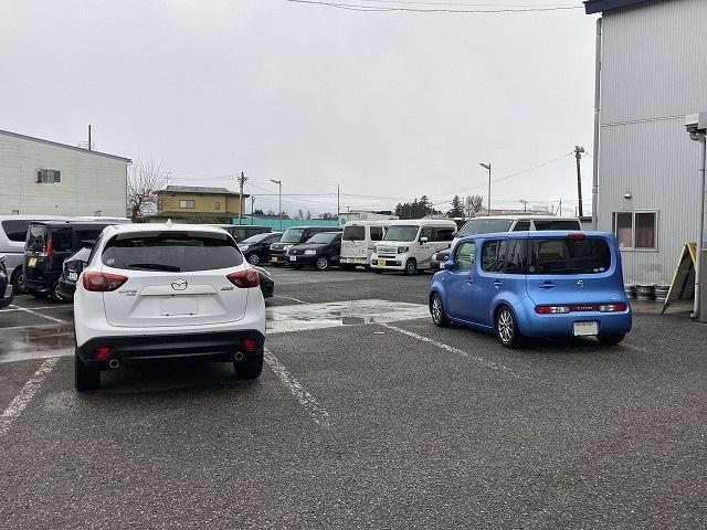 店内入口前にも駐車場がございます。お気を付けてご来店下さいませ。