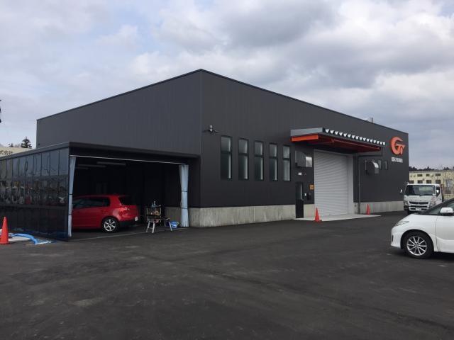 お車の傷、凹みなどの修理は、最新最上の設備を完備した自社工場で対応いたします。