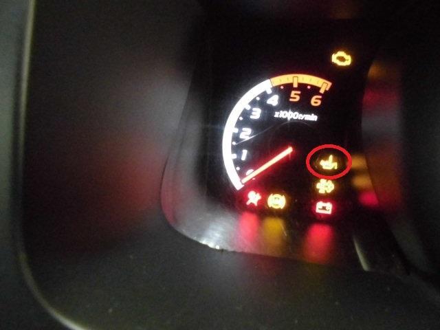 エンジン オイル 警告 灯 エンジンオイルランプが点いたり消えたり異音がする原因と対処法