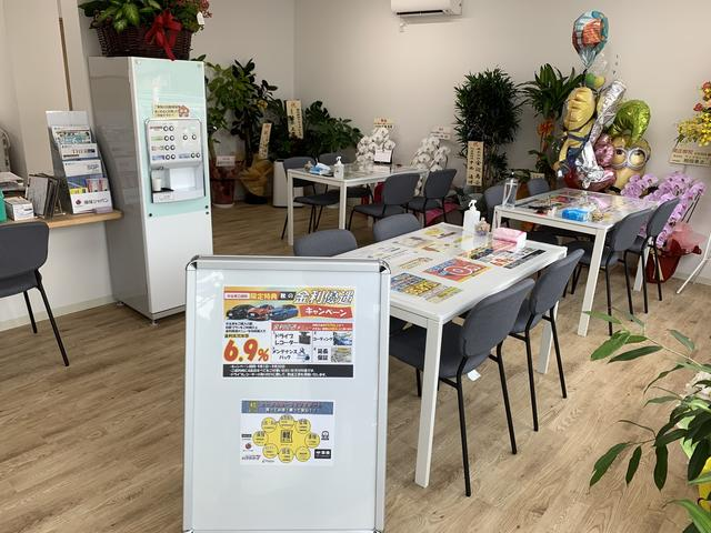 コンパクトとハイブリッド39.8万円専門店KURUKEN(4枚目)