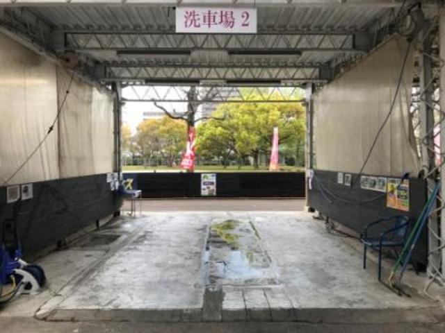 洗車場2番 公園側の洗車場です。正面入口からも公園側からも入れます。
