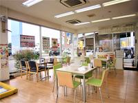 当店ではカフェのような居心地のよいお店づくりを目指しています。