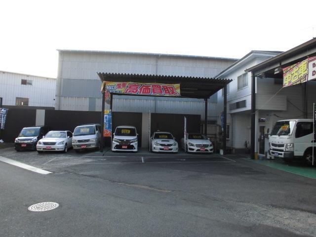こちらが本社事務所です。整備やお車に関するご相談など承ります。