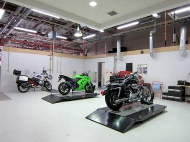■Balcom Marina Bayサービス工場(自動車&バイクの整備もOK!)