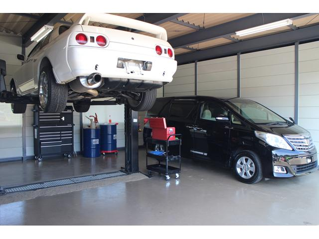 ピットスペース タイヤ交換やエンジンオイル交換、カスタマイズ等アフターサービスも頑張ります♪