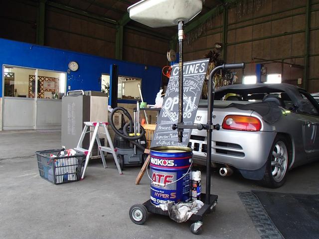 リフト3台完備でスムーズな整備で対応するように心掛けております!もちろん代車もございます!!