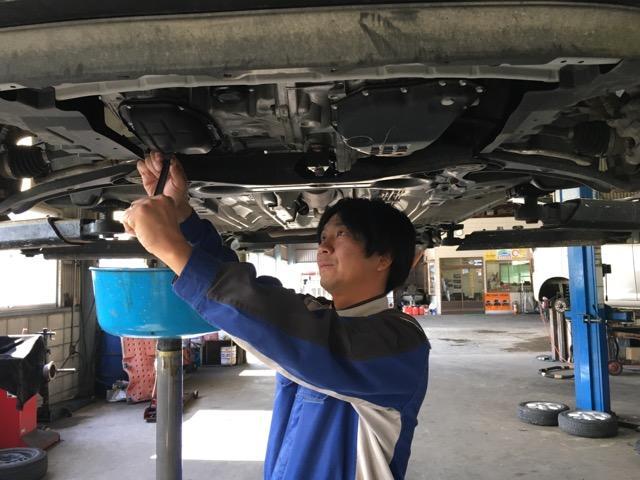 熟練のプロの整備士が長年の経験と確かな技術で、一台一台心を込めて対応いたします。
