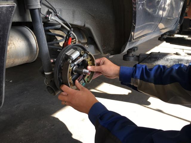 分解整備もお任せ!資格を持った整備士が軽自動車からトラックまできっちり整備します!