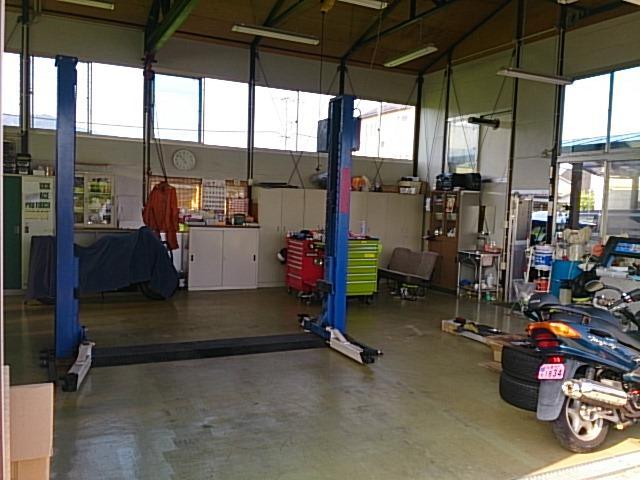 自社工場完備ですので、車検はもちろん、修理・チューニングなど整備ならお任せください。