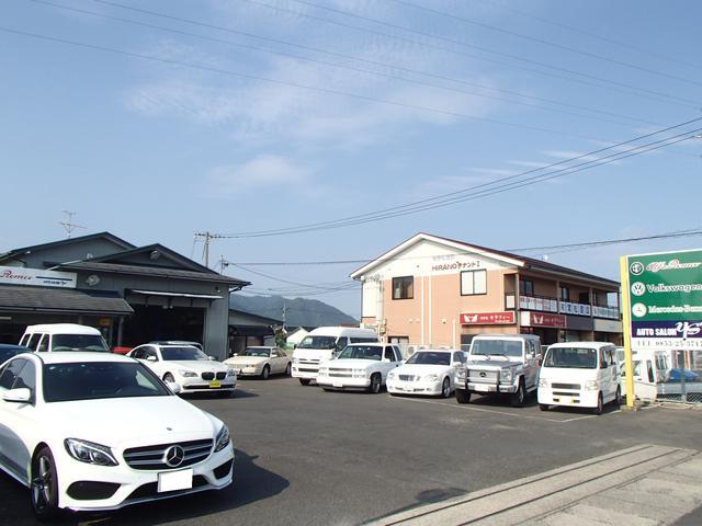 輸入車から国産車まで新車・中古車を各車種取り揃えております♪広い駐車スペースも自慢です♪