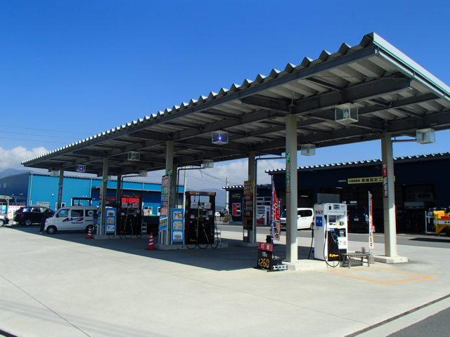 ガソリンを注がれる際に簡単なお車の点検はいかがですか!安心のカーライフをお届けします!!