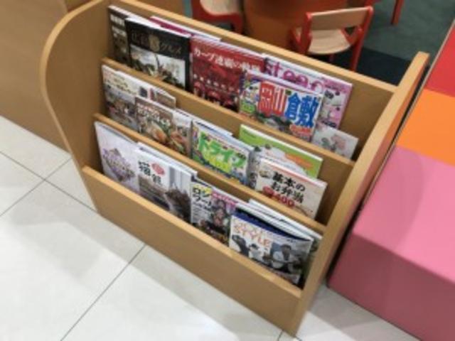 お待ち頂いている間も退屈にならないよう、雑誌も取り揃えております♪♪