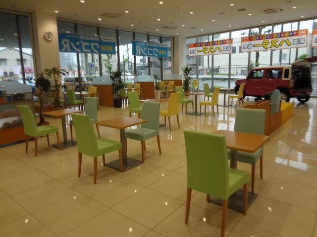 こちらは商談スペースです。店内は落ち着いた雰囲気となっております。