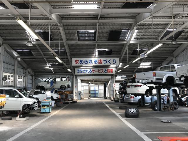 修理工場お客様の愛車の整備等はこちらで行っております。