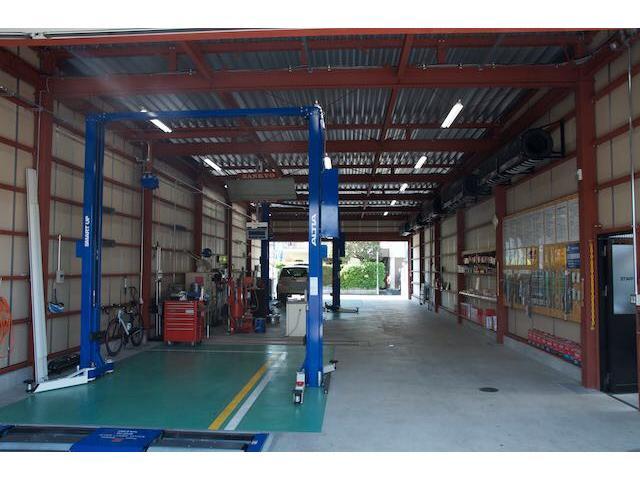 中国運輸局指定工場です。ご予約のお客様は一日車検も可能です。