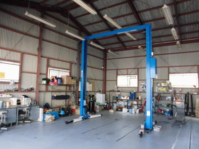経験豊富なメカニックが、国産車も輸入車もメンテナンス、修理を担当します。